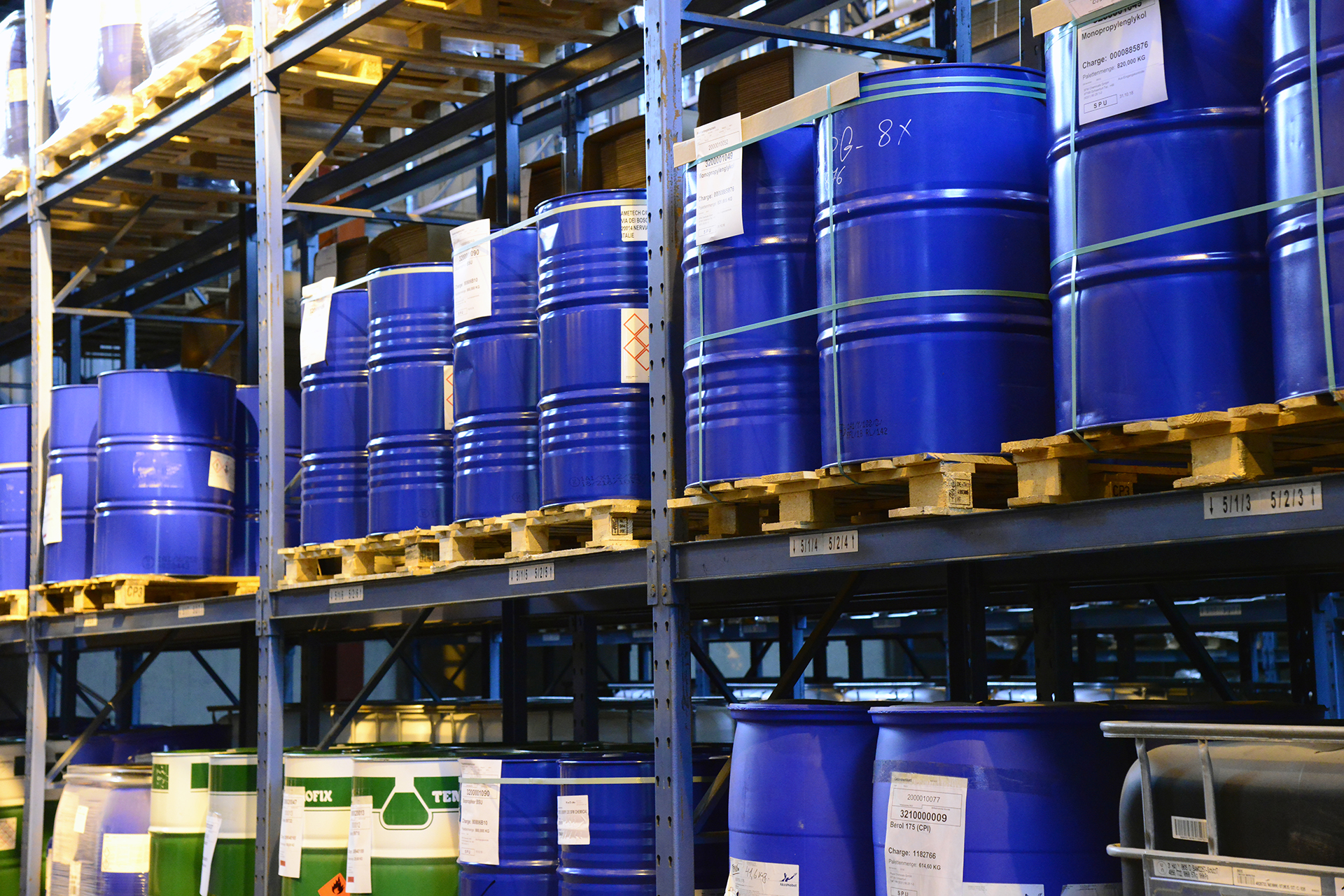 SFM_Chemicals_Konfektionierung_Blau_Faesser